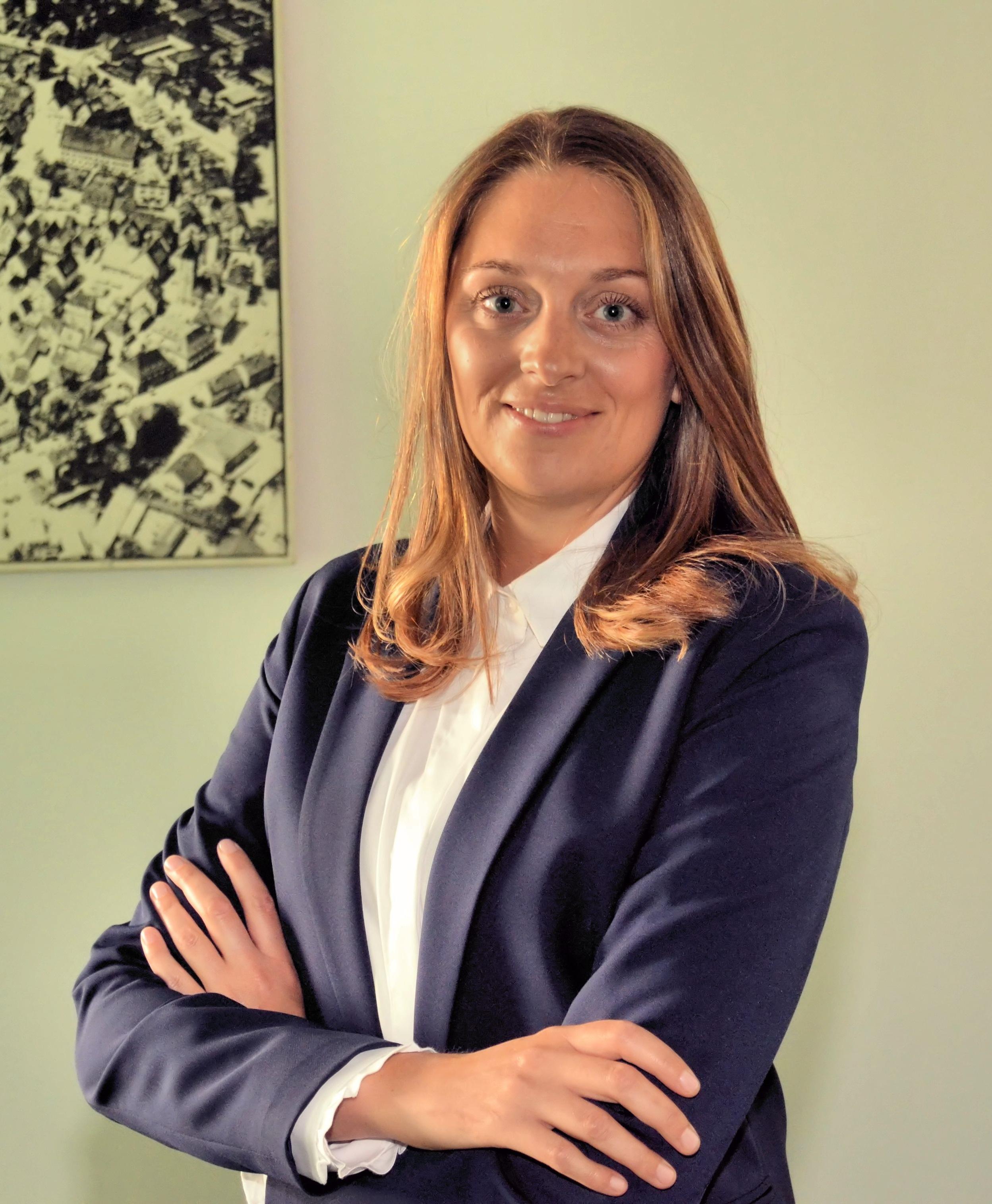 Lara Holzer